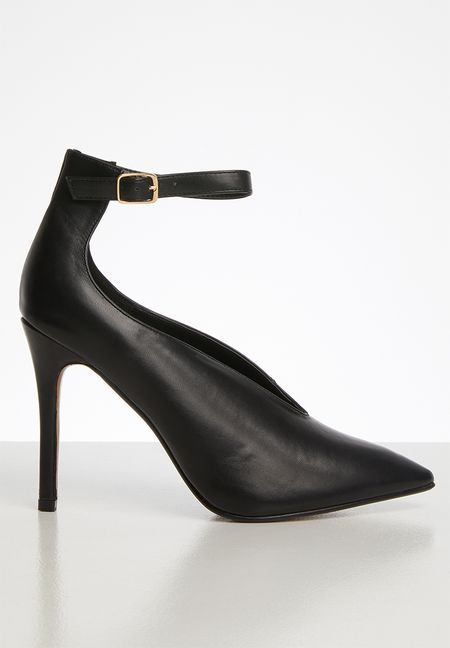 Steve Madden classic black high heels with gold detailing a