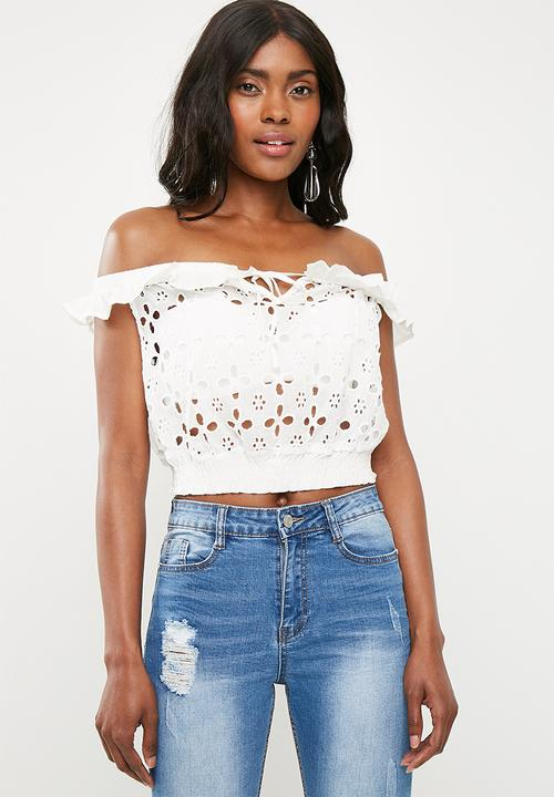 de2d6ba93a6 Broderie anglaise frill crop top - white Missguided T-Shirts, Vests ...