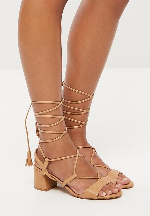 2cdfc8b7fc7 Mid block heel ghillie sandal - tan Missguided Heels