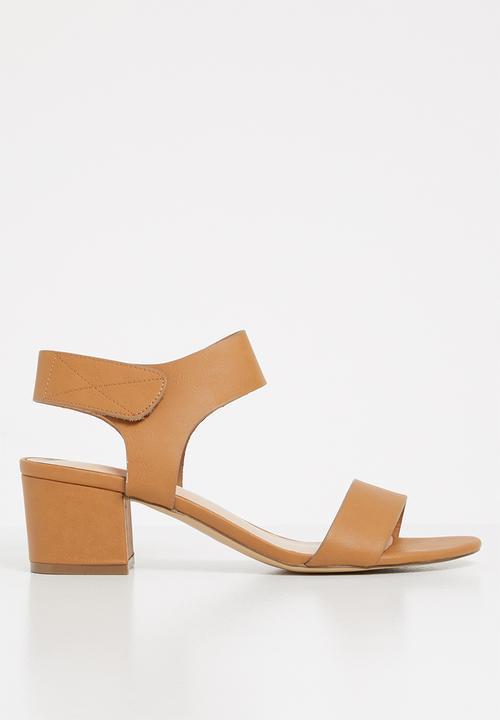 211bc7b323d Evonna low mid heel - camel ALDO Heels