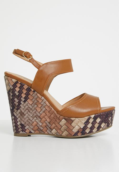 21aa13d51618 Ankle strap wedges - tan Plum Heels