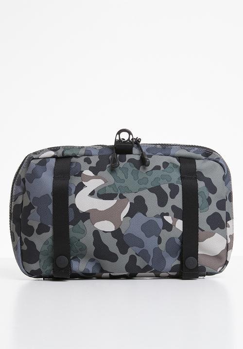 Comms pouch - animal camo black Converse Bags   Wallets ... 40996b1589471