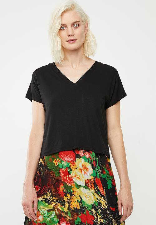 52934eef2 Slub v-neck tee - black Superbalist T-Shirts, Vests & Camis ...