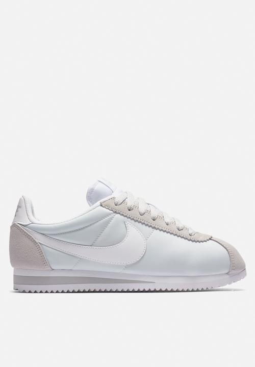 reputable site 222a5 12af0 Nike - Classic Cortez - pure platinum   white