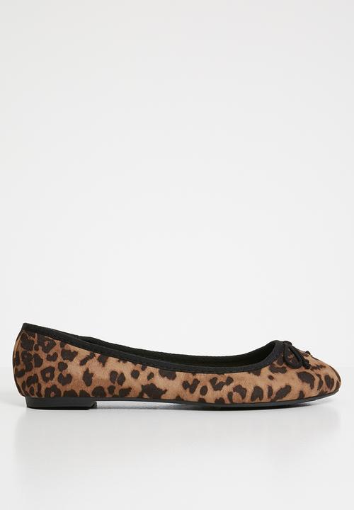 ade14148fe52 Wide fit leopard - brown New Look Pumps & Flats | Superbalist.com