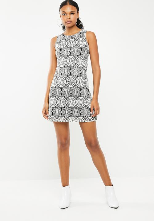 3df1505edb55 Kaleidoscope sleeveless bodycon dress - black   white Revenge Casual ...