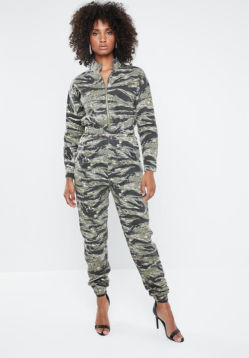 5a83828e33a8 Camo utility jumpsuit - green Missguided Jumpsuits   Playsuits ...