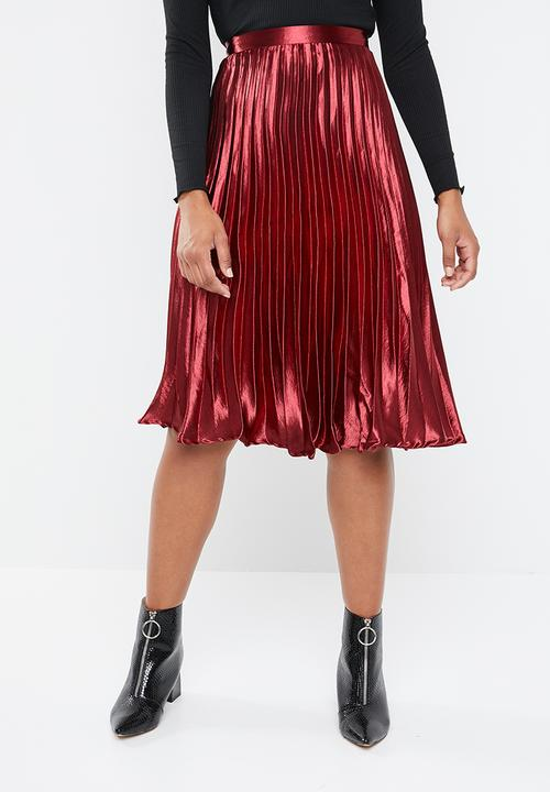 4c4015e00 Hammered satin pleated midi skirt - red Missguided Skirts ...