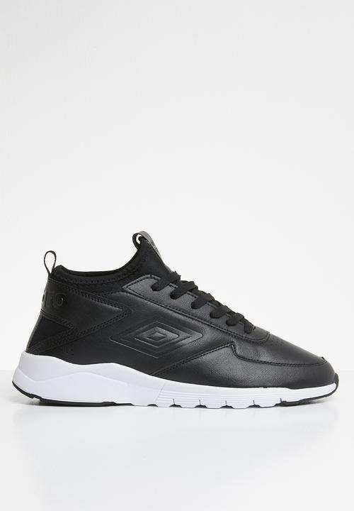umbro black shoes