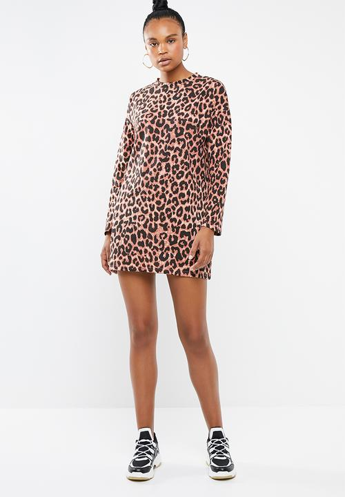 b4f35b775 Oversized long sleeve T-shirt dress leopard - brown Missguided ...