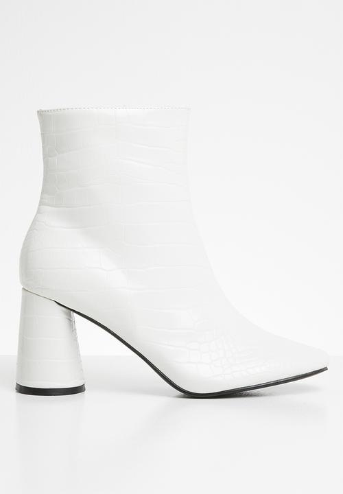 7e89e147b09 Bronte round block heel ankle boot - white