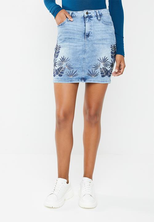 7d0b2a7e5 Embroidered skirt - blue GUESS Skirts