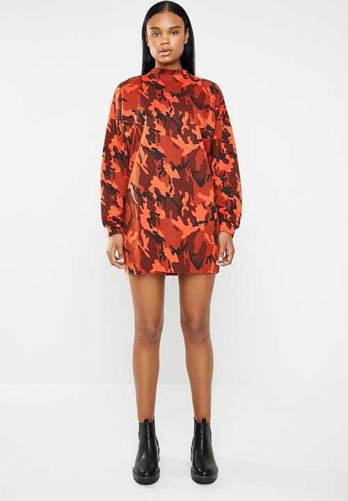 27c890be488 Oversized long sleeve camo dress - orange Missguided Casual ...