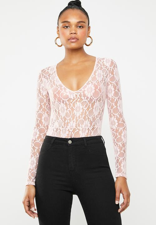 2cd53f89d8ac1 Lace deep plunge long sleeve bodysuit - pink Missguided Blouses ...
