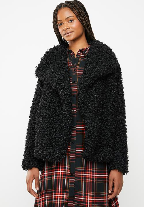 2c2a3b0743df7 Shaggy waterfall faux fur jacket - black Missguided Coats ...