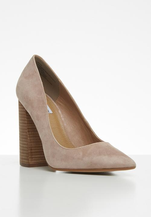 101f43993e9 Loretta faux suede pointed block heel pump - tan Steve Madden Heels ...