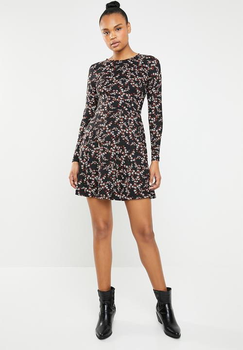 91df14bfa6c Long sleeve fit and flare dress - black New Look Casual ...
