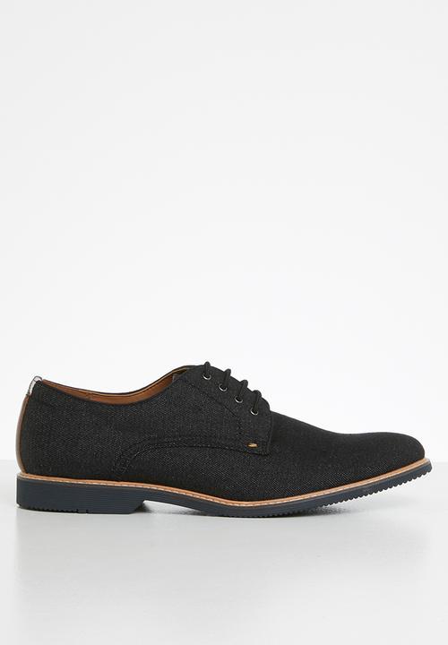 Nervins Shoe   Black by Steve Madden