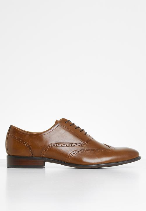 cognac Call It Spring Formal Shoes