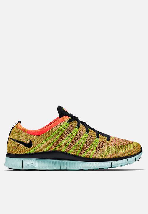 premium selection ad04b 3868c Nike - Free Flyknit NSW