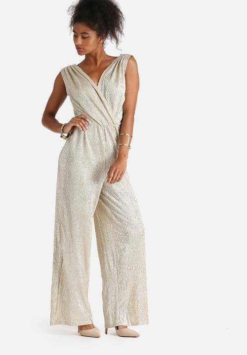 5cff51947483 Voss Jumpsuit - Gold Vero Moda Jumpsuits   Playsuits