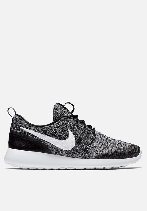 Nike Roshe One Flyknit - 704927-010 - Black / White / Cool Grey Nike ...
