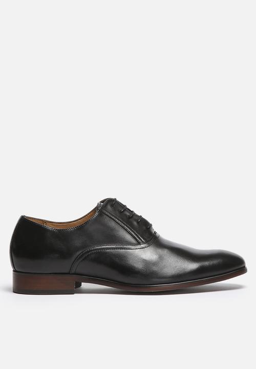 3fdd807f9bd Hilson - black leather Steve Madden Formal Shoes