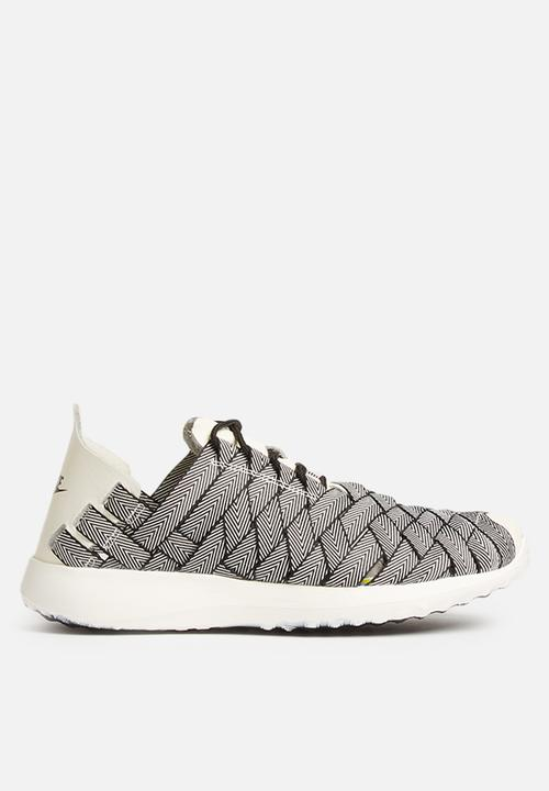 7b3e27086af2 Nike W Juvenate Woven PRM - 833825-002 - Black   Sail   Wht Nike ...