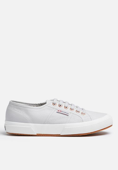 682089cd58d0 Superga 2750 Cotu classic canvas - Lt Grey   Gold SUPERGA Sneakers ...