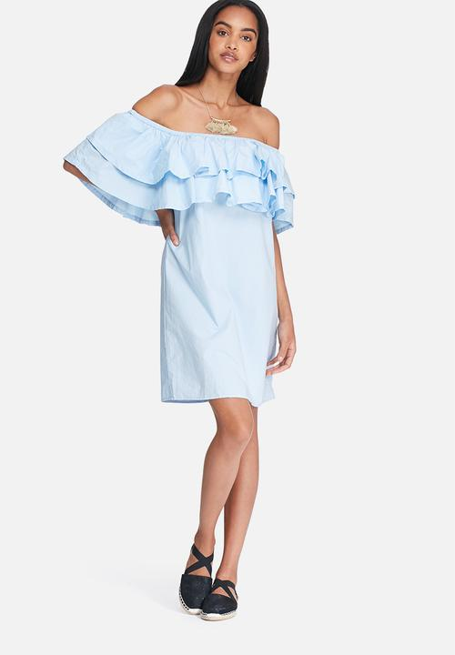 ac354a0ba5fc Mella two layer off shoulder dress - kentucky blue Noisy May Casual ...