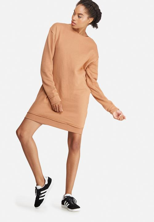 87af06c55f2 Raw edge oversized sweat dress - nude Missguided Casual ...