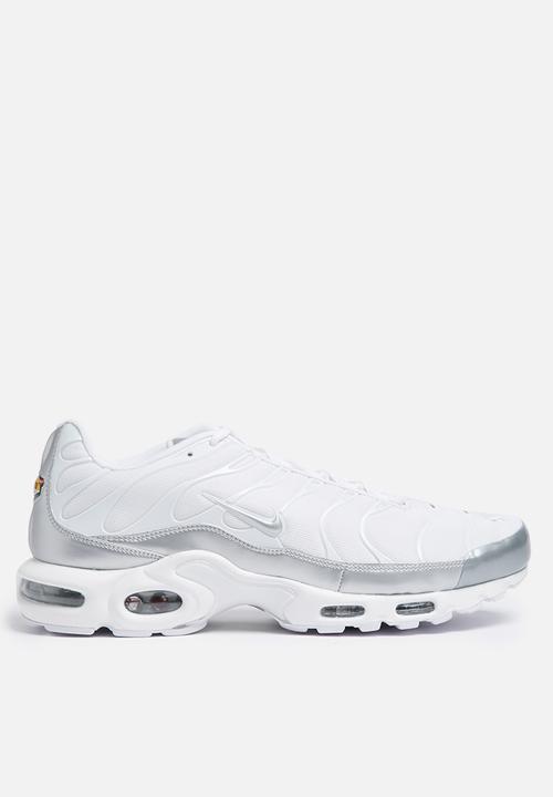 6c5d4dcd69 Nike Air Max Plus - 852630-102 - White / Mtllc Silver Nike Sneakers ...