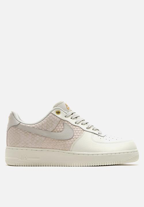 best service f8471 88cd7 Nike - Air Force 1  07 LV8