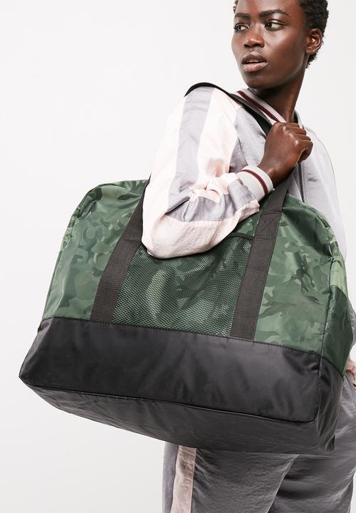 a7cc553888a92f Large nylon sport tote - dark green camo (230D) / black straps ...