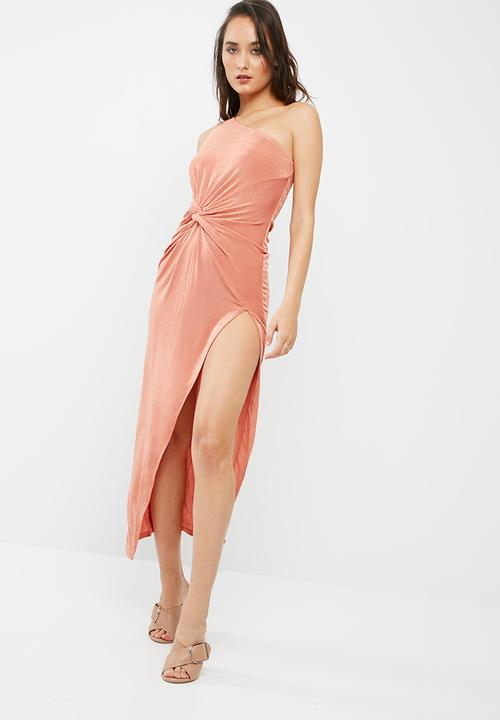 628db546c9c Slinky one shoulder maxi dress - pink Missguided Occasion ...