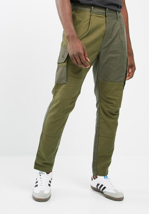 e70f5dd13a Pleated tapered cargo -carbon green Levi s® Pants   Chinos ...
