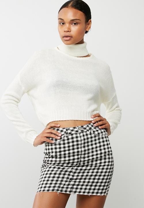 975fd63c8b3b Roll neck crop jumper - Cream Missguided Knitwear