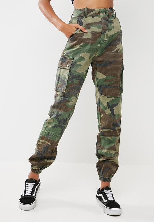 29769549fb593 Camo printed cargo pants - Green Missguided Trousers | Superbalist.com