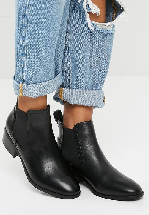 fd4399b0fae Dicey- Black Leather Steve Madden Boots