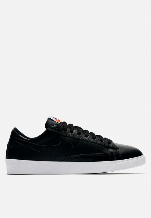 Nike Blazer Low LE Basketball - black black-white-gum light brown ... f9a38093e