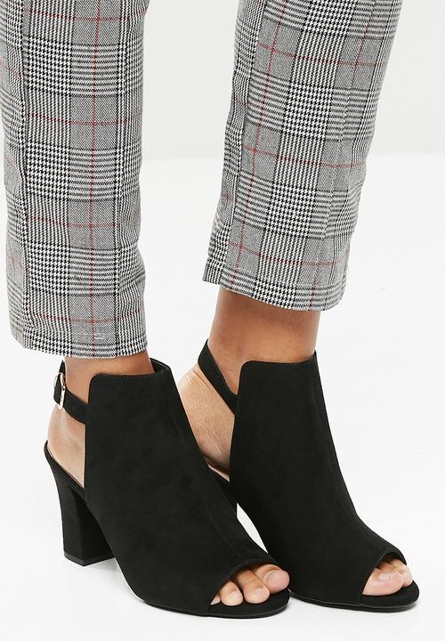 10658caafe6 Sleek cut out block heel- Black New Look Boots