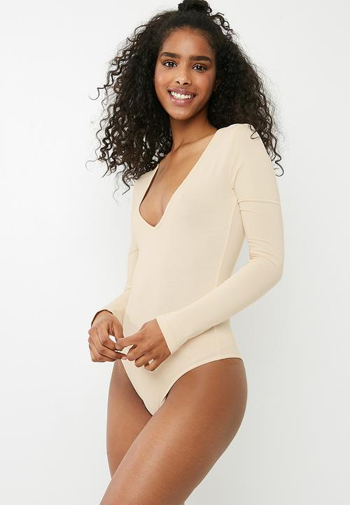 a37bf8d42c Deep v neck long sleeve bodysuit - peach Missguided T-Shirts
