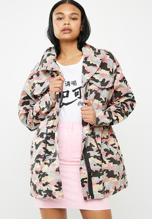 6a27adf4 Barbie logo camouflage jacket - pink Missguided Jackets ...