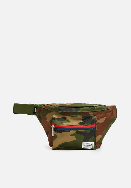 Seventeen hip pack - camo Herschel Supply Co. Bags   Wallets ... 0dd082eff96d7