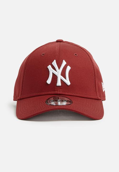 9Forty League Essential-NY Yankees-cardinal white New Era Headwear ... 0c06a76ac7