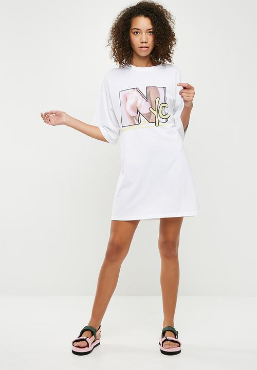 25eb13ba9 Oversized NYC graphic T-shirt dress - white Missguided Casual ...