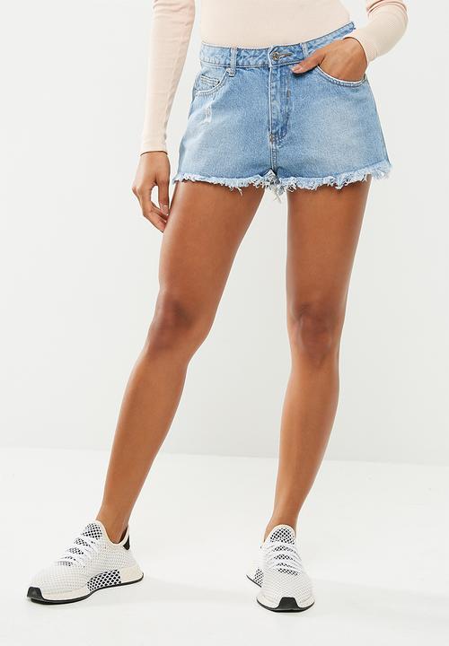 2ca0cf1ad1 Highwaisted extreme fray hem denim shorts - blue Missguided Shorts ...