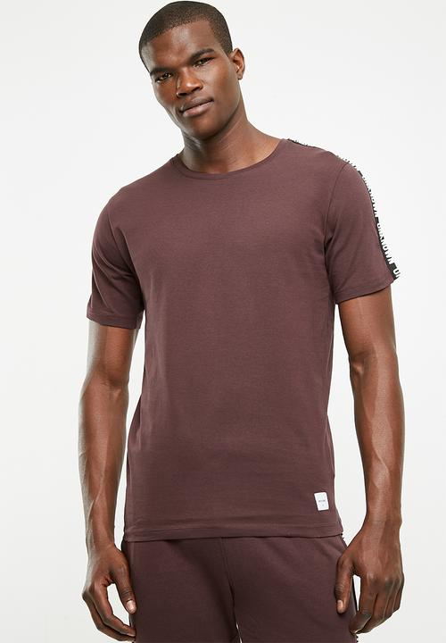 f9233df7 Milton tape tee - burgundy Only & Sons T-Shirts & Vests ...