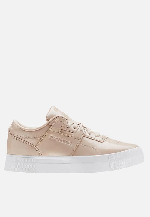 11a514edd47 Workout Lo FVS -shiny suede - bare beige white Reebok Classic ...