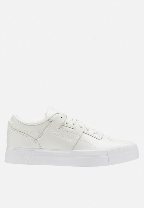 ae56517e3e17 Workout Lo FVS - shiny suede - white chalk Reebok Classic Sneakers ...